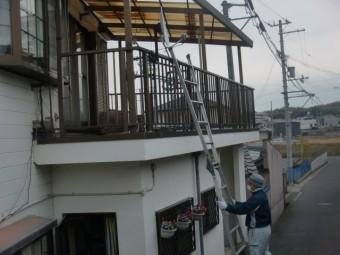 岸和田市尾生町の二階のテラス屋根をはしごで張り替え