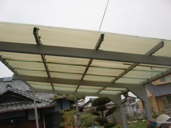 岸和田市尾生町の劣化したカーポートの波板
