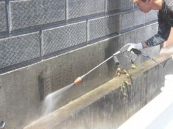 泉北郡忠岡町の黒ずんでいた塀を洗浄