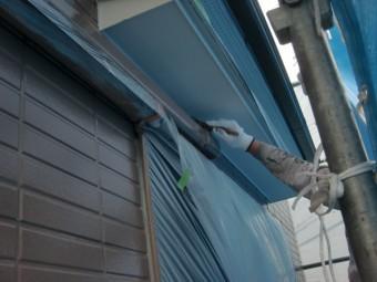 岸和田市尾生町の庇の下端塗装