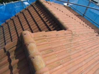 岸和田市天神山町のセメント瓦の屋根現況