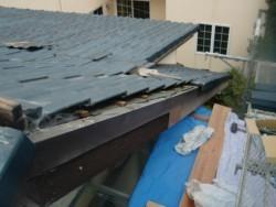 泉佐野市の台風被害に遭った屋根