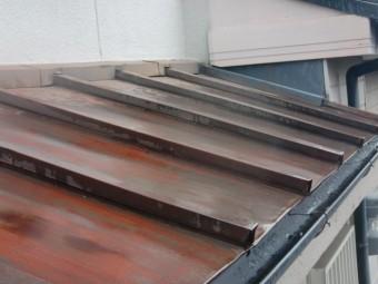 岸和田市のカラー鋼板の下屋も葺き替えます