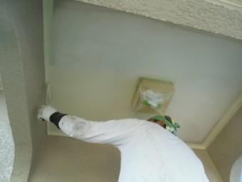 岸和田市天神山町の玄関天井塗装