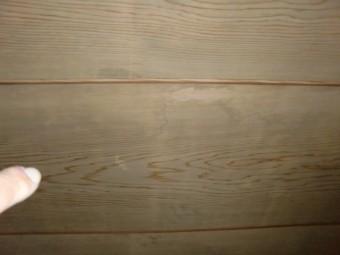 岸和田市の二階の天井に雨染みがあります!