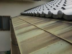 岸和田市の傷んだ銅板晒し葺きの屋根