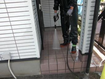 岸和田市三田町の玄関タイル洗浄