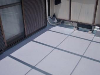 岸和田市の雨漏り修理に伴うベランダ防水完了