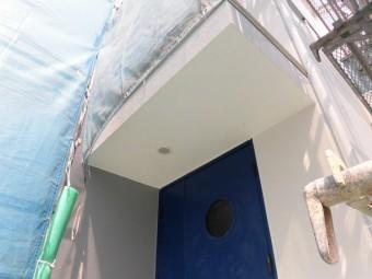 貝塚市半田の玄関庇塗装
