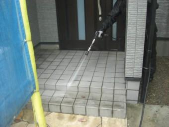 貝塚市の玄関タイルを洗浄