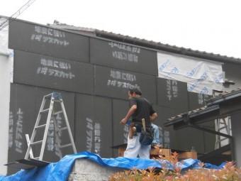 岸和田市上松町の外壁にラスカット設置
