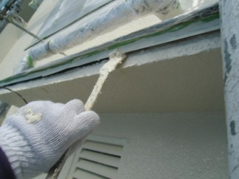 岸和田市春木本町の外壁塗装で庇塗装