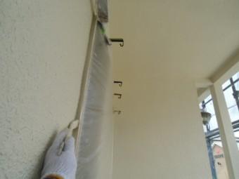 岸和田市春木本町でサッシ回りは刷毛で塗装