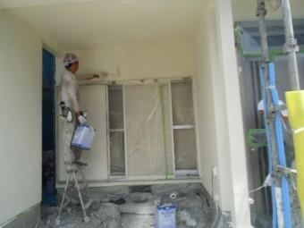 岸和田市春木本町で車庫の壁もきれいに上塗り