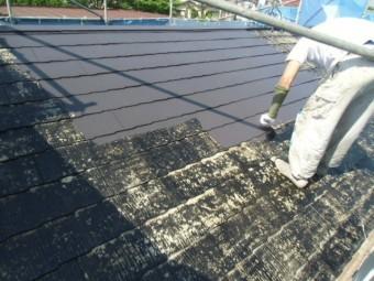 岸和田市摩湯町で屋根の中塗り中