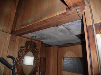 大阪市東住吉区のトイレの前の天井の雨漏り