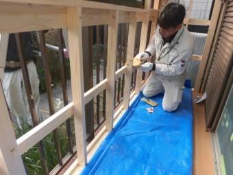 岸和田市土生町の物干し場に簡易棚設置中
