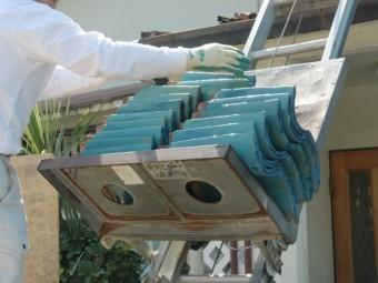 泉南市岡田の屋根瓦を昇降機で下ろします!