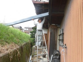 岸和田市のカラーステンレスの雨樋設置