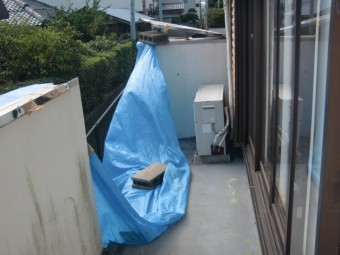 岸和田市の台風で倒壊したベランダの手すり