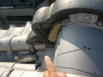 泉北郡忠岡町の鬼瓦の取り合いの漆喰の剥がれ