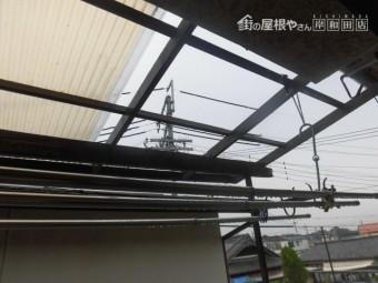 岸和田市極楽寺町の波板破損