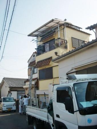 岸和田市の屋根の上のソーラーパネル撤去