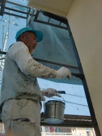 岸和田市西之内町の雨樋塗装中!