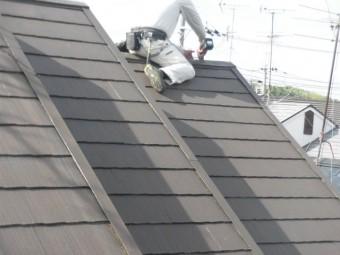 岸和田市の屋根全体の棟板金を固定