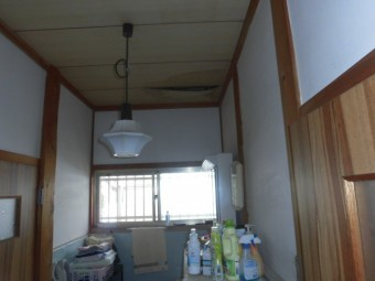 岸和田市土生町の洗面所の雨漏り