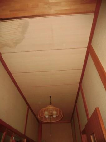 岸和田市土生町の玄関の雨漏り