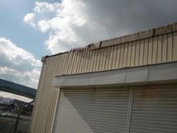 和泉市のガレージの屋根破損状況