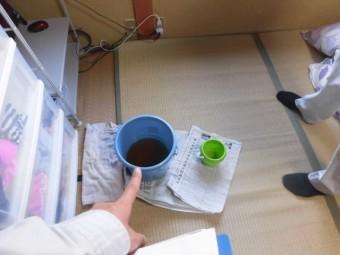 岸和田市の住宅で雨漏りをバケツで受けていました