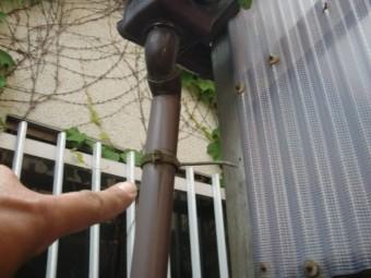 泉佐野市の雨樋の外れ