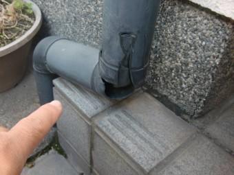和歌山市善明寺の割れた雨樋