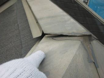 岸和田市三田町の屋根の棟板金の浮き
