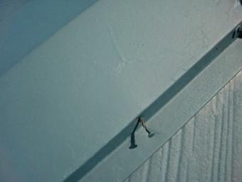 貝塚市王子の棟板金の抜けかかった釘