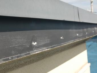 貝塚市半田の屋根の破風板の塗装剥がれ