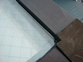 貝塚市王子のガラス周りにシーリング充填