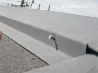 岸和田市の棟板金の浮いてきた釘は打ち直し