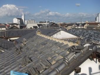 泉佐野市葵町の棟瓦をめくりました!