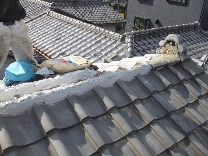 泉佐野市葵町の棟に南蛮漆喰を詰めました