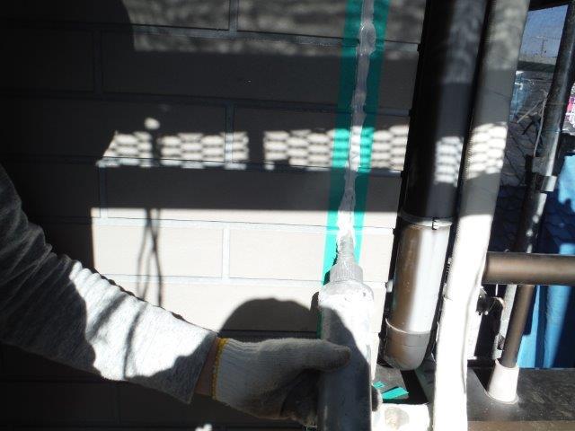 和泉市の外壁目地にコーキング充填