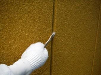 貝塚市のALCの目地にプライマー塗布