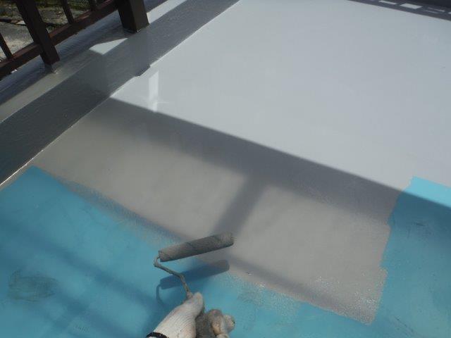 岸和田市のバルコニーにトップコート塗布