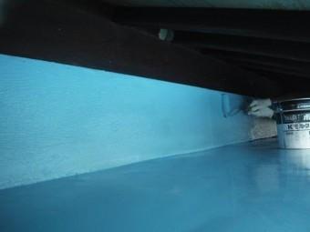 岸和田市包近町の陸屋根の側面にウレタン樹脂二回目塗布