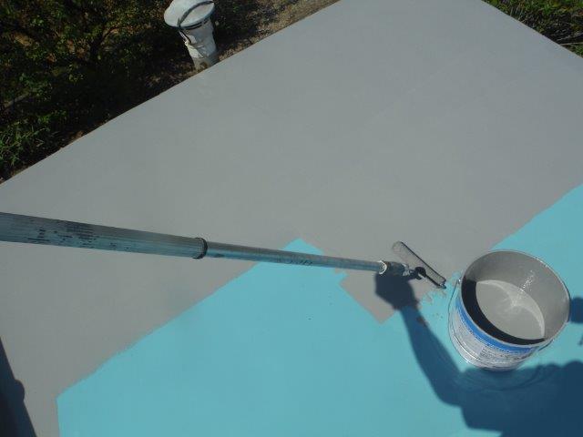 岸和田市包近町の陸屋根にトップコート塗布