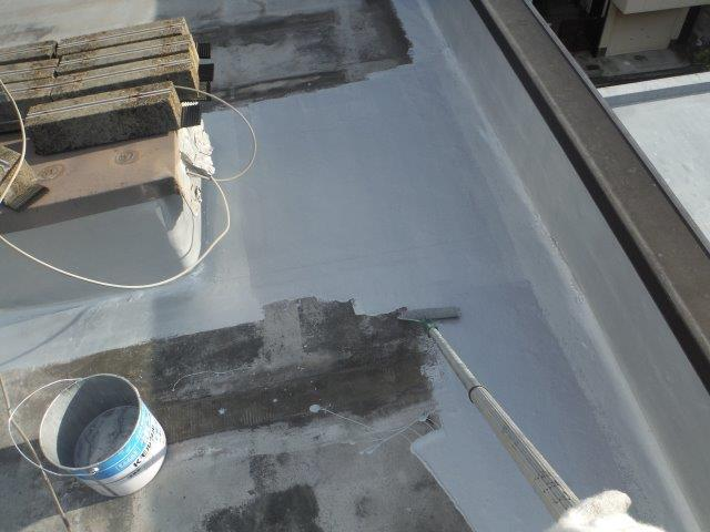貝塚市の陸屋根に保護塗料塗布