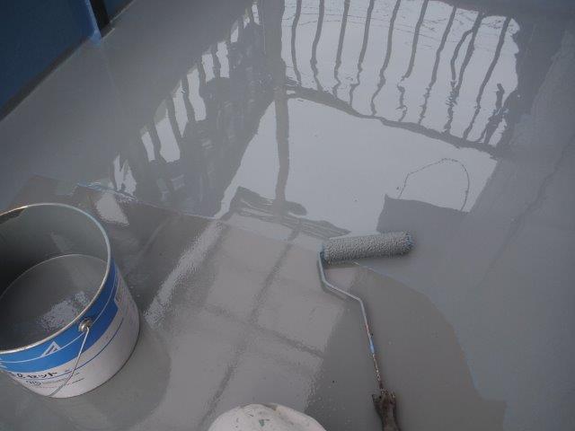 岸和田市のベランダにウレタン樹脂2回目を塗布