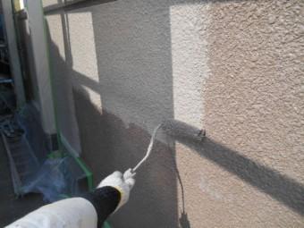 岸和田市天神山町の塀を中塗り塗装